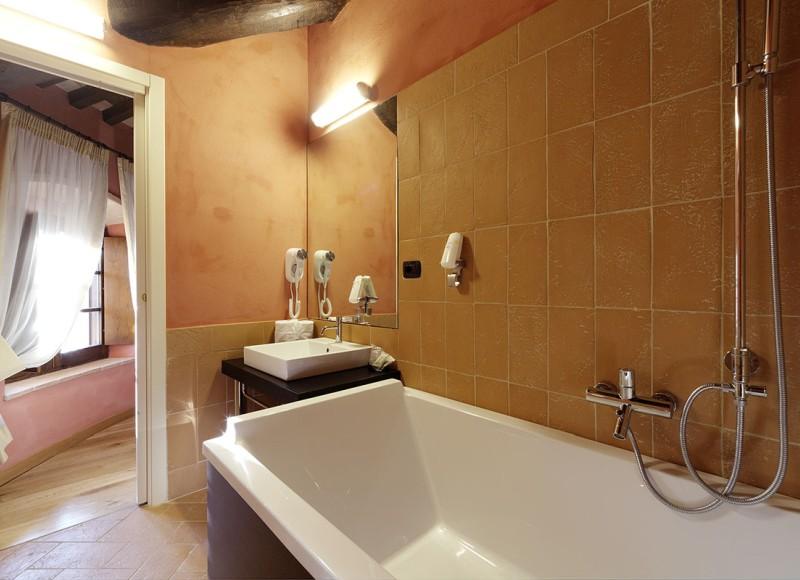 junior-suite-castello-di-baccaresca-03